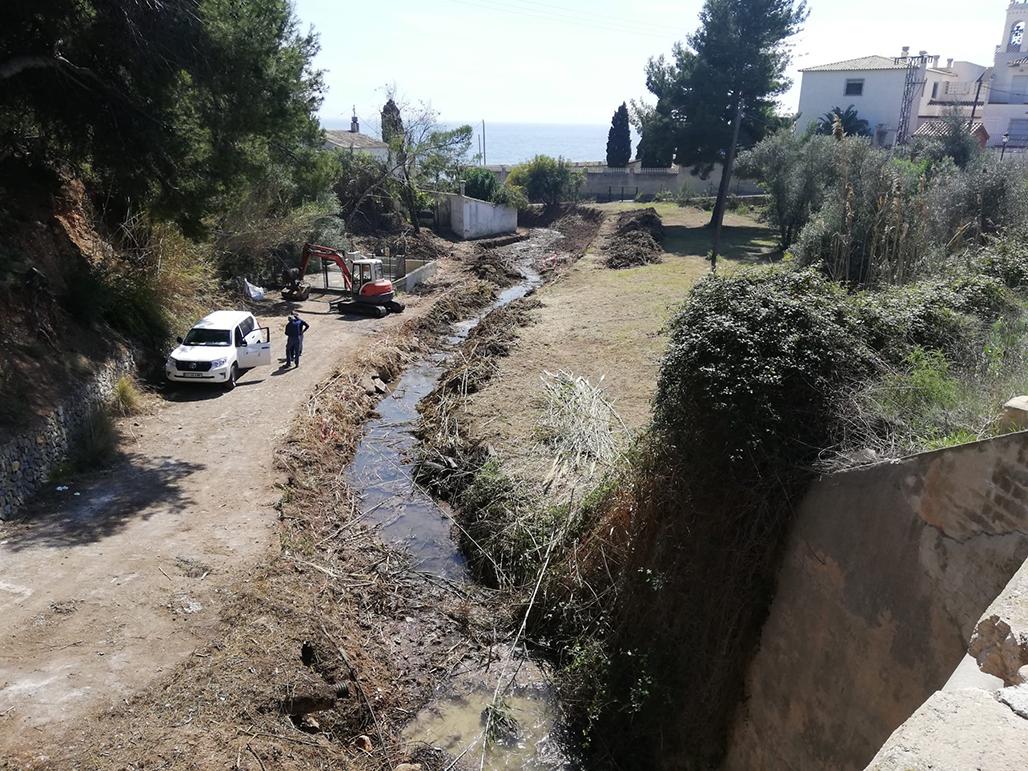 Confederación realiza trabajos de limpieza y mantenimiento en el Barranc de l'Olla