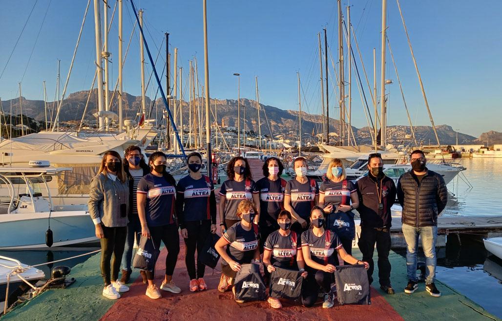 El equipo de remo del Club Náutico promocionará la marca VisitAltea en sus competiciones