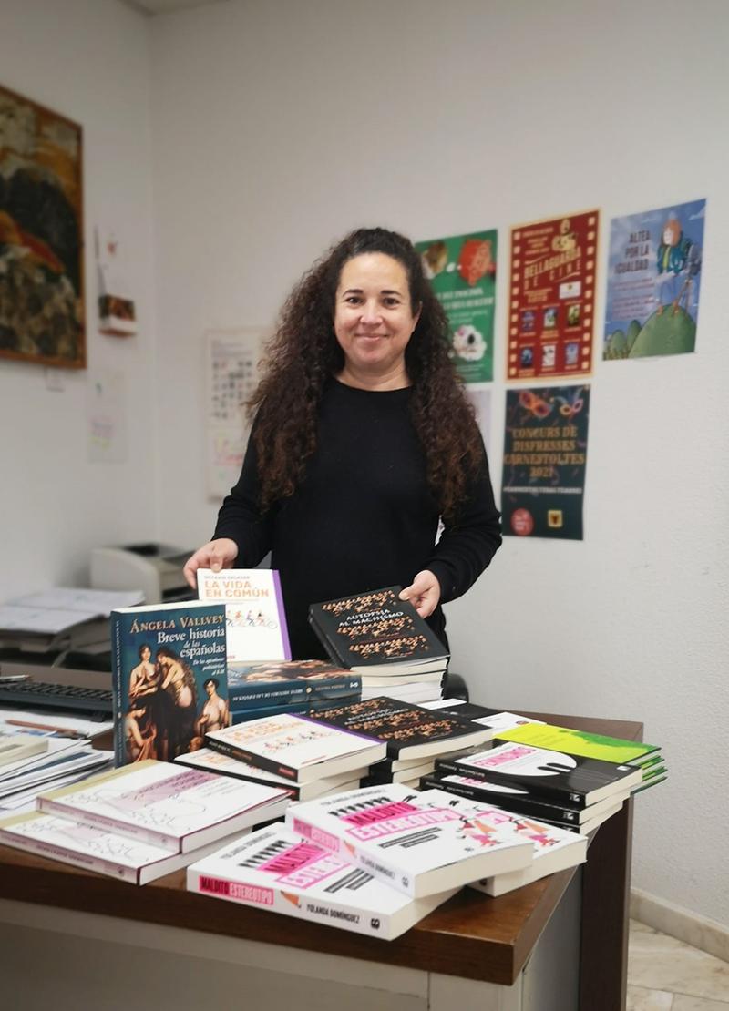 Igualtat reparteix mig centenar de llibres igualitaris als IES i les biblioteques públiques d'Altea i Altea la Vella