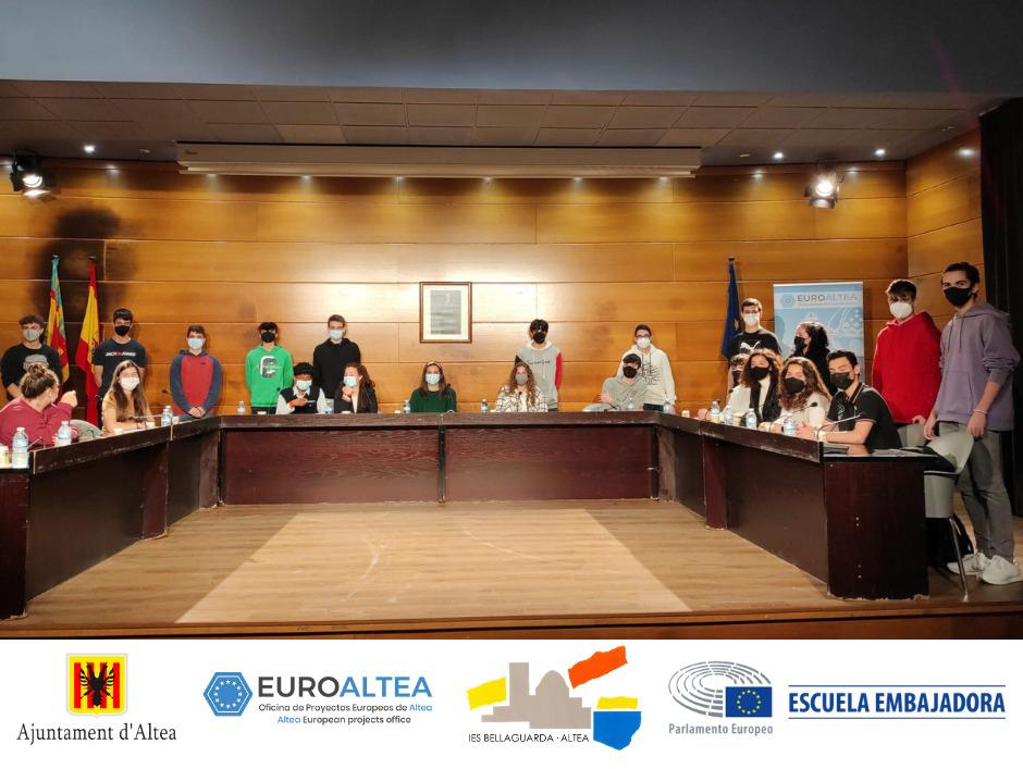 L'alumnat de l'IES Bellaguarda escenifica la seua participació en una assemblea del Parlament Europeu