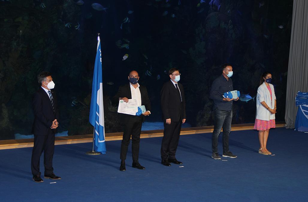 Altea recoge las cinco Banderas Azules de sus playas y clubs náuticos
