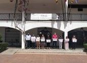 El Ayuntamiento de Altea ha manifestado su repulsa por los casos de violencia vicaria a las niñas Anna y Olivia y reivindica el Pacto Valenciano contra la Violencia Machista y de Género. Autoridades, funcionarios y ciudadanía han asistido a una concentración silenciosa a las puertas del Consistorio