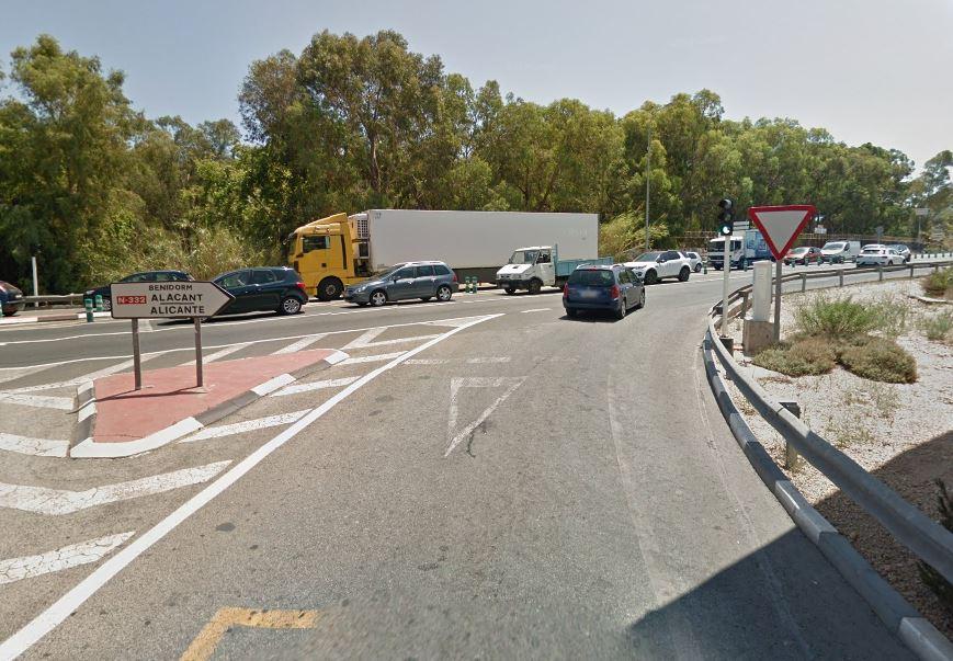 Infraestructuras abre el semáforo de salida de la Partida Carbonera en dirección a Alicante