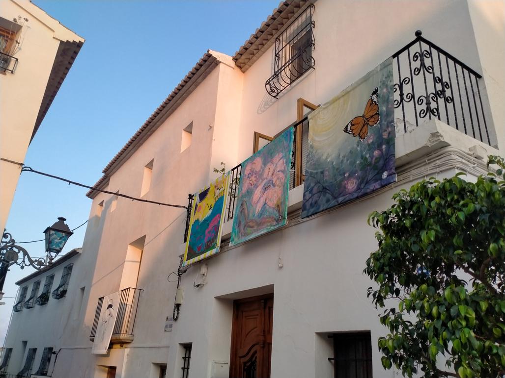 Las calles del casco antiguo se convierten en una galería de arte con Balconades d'Altea