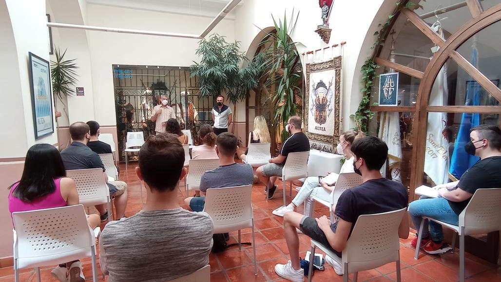 12 auxiliares de información Covid empiezan este fin de semana en el Casco Antiguo