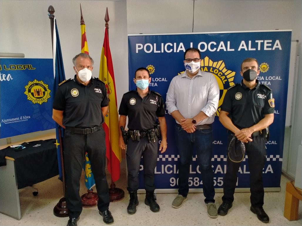 La Policía Local estrena uniformes hechos con materiales sostenibles