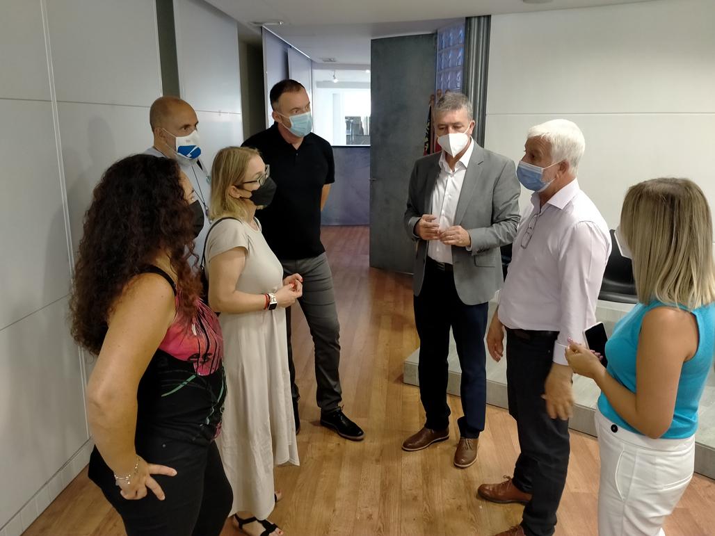 El Conseller de Economía visita las instalaciones del futuro centro de orientación LABORA en Altea