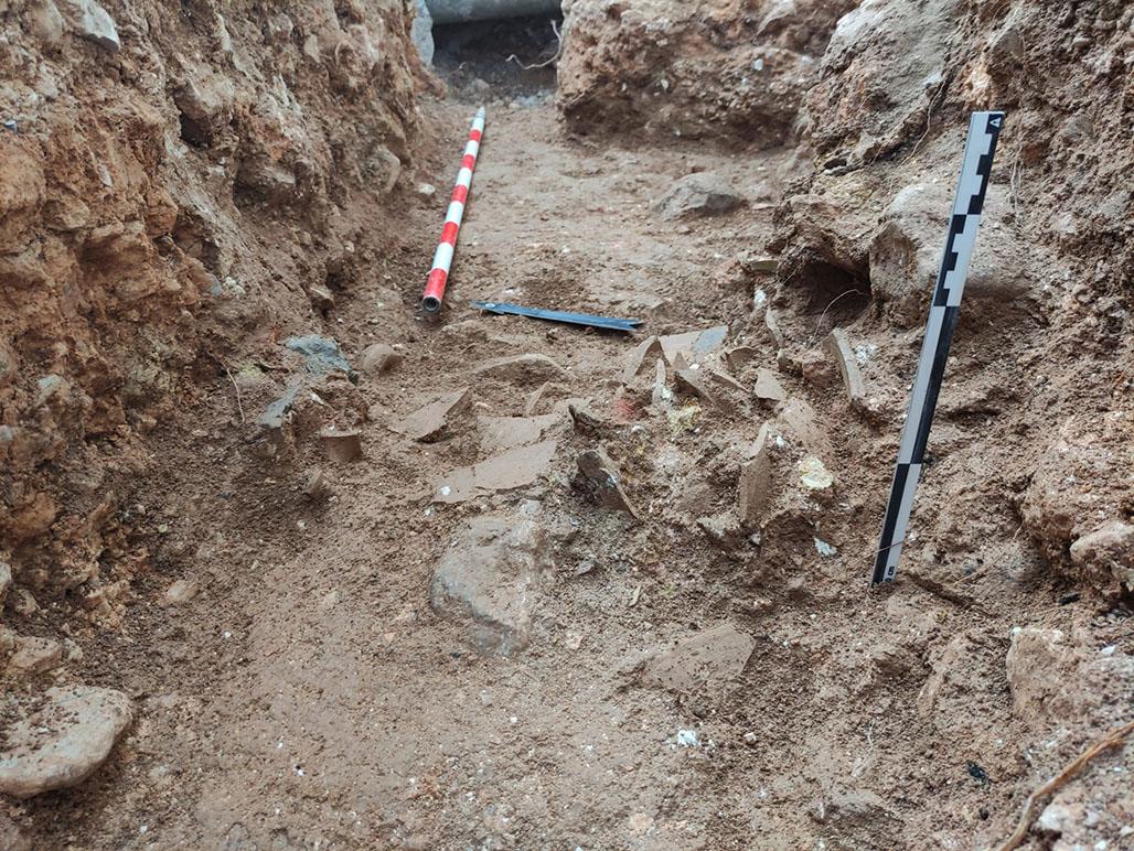 Las obras para la renovación de la red de infraestructuras hidráulicas de Altea la Vella han sacado a la luz restos arqueológicos de hace 2.500 años