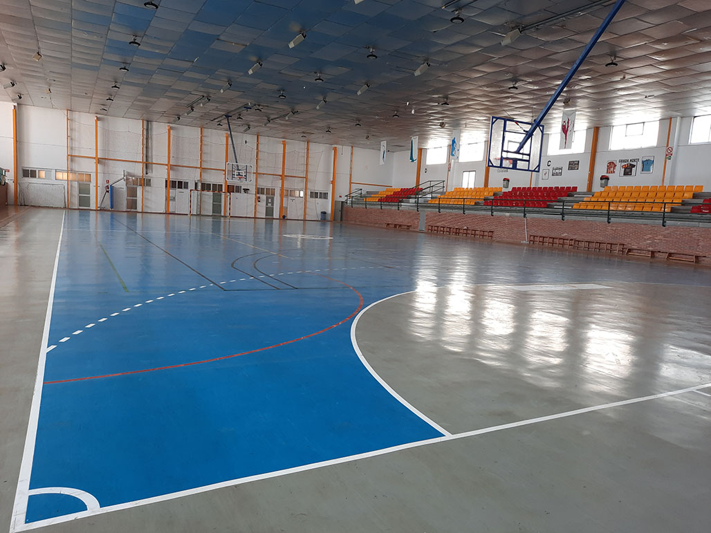 El Ayuntamiento de Altea licita las obras de renovación de la pista del Pabellón Garganes